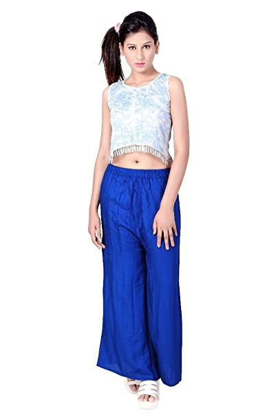 ad6fb21e63a9a Y K New Fashion Designer Stylised Sleevless Round Neck Casual Lycra Western  wear Women s Girls Crop Top (Blue   White)  Amazon.in  Clothing    Accessories