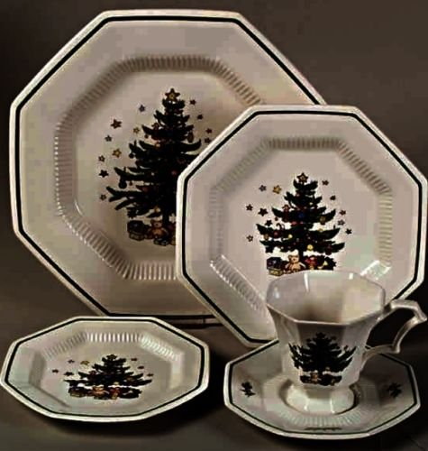 Nikko Japan Christmastime 12 pc Set 4 each Cup Saucer Dinner Plate New Old Stock Box