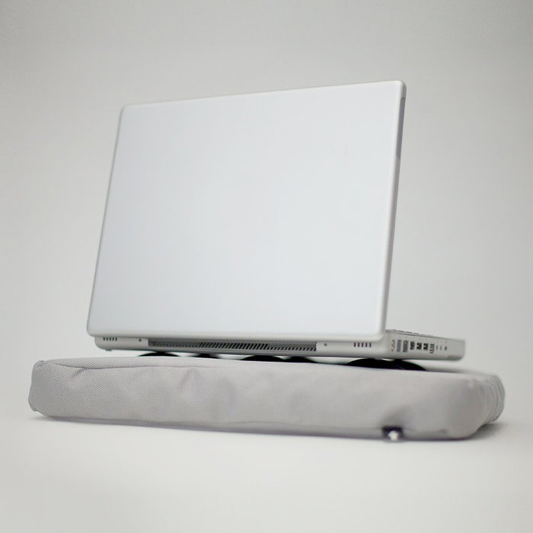 Bosign Surfpillow Hitech Shapeable Cushioned Laptop Lapbag, Silver by Bosign (Image #3)