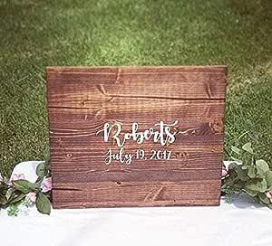 Señal de madera de nogal oscuro para invitados de boda