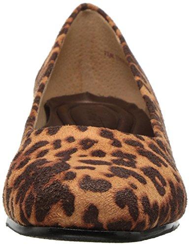 Trotters Womens Lauren Pump Tan Cheetah