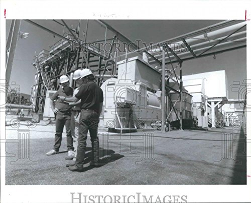 1993 Press Photo Operators at Destec's power plant in Channelview, Texas
