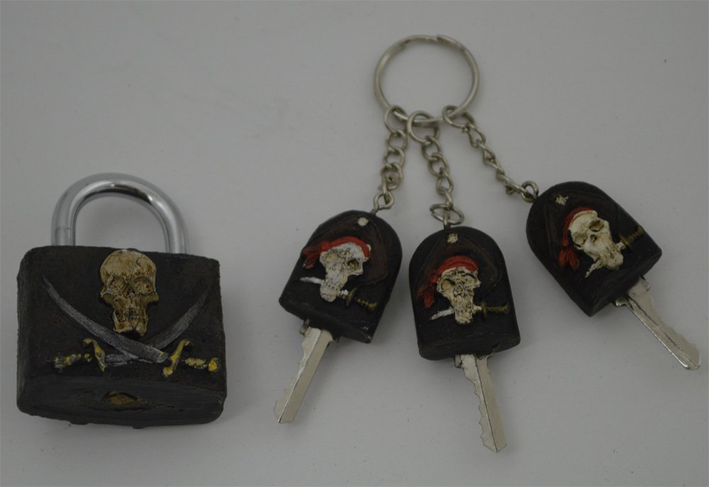 "2.5""H Polyresin Functional Pirate's Lock and Key"