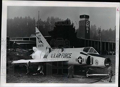 Dart Delta F102 (1992 Press Photo F-102 Delta Dart displayed at the OMSI - orb32892)