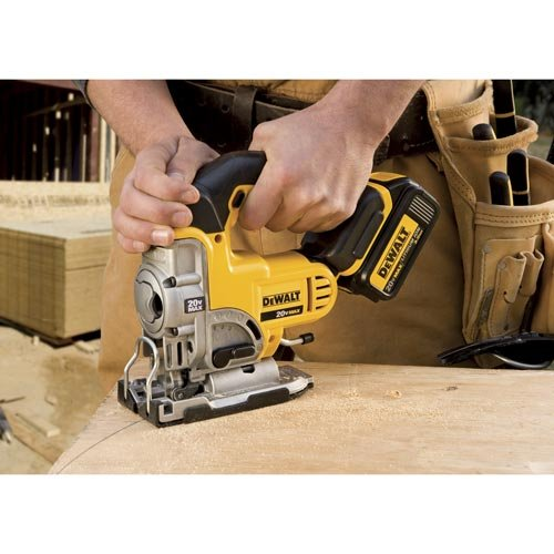 demonstration of the dewalt cutting along a curved line