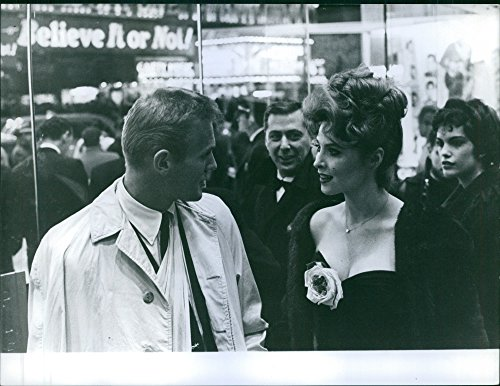 (Vintage photo of Tab Hunter and Tina Loiuse at the premier of Some like it Hot.)