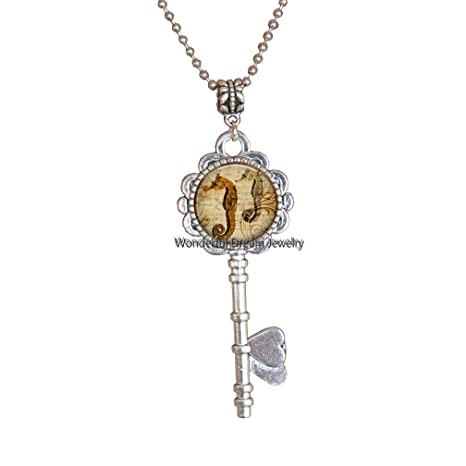 Amazon.com: Collar de plata con llavero de caballito de mar ...