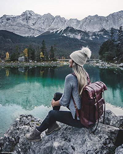großer brauner lederrucksack damen wandern see berge aussicht