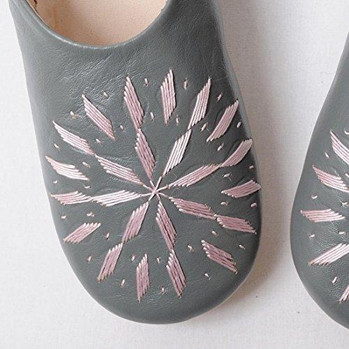 Pantofole In Pelle Di Pecora Ricamate Babbo Marocchino Grigio