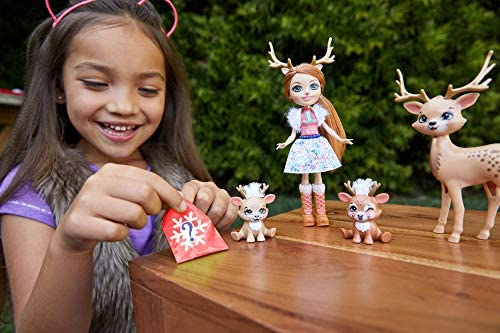 Enchantimals GNP17 - Enchantimals Familien Spielset, Rainey Reindeer Puppe (15,24cm) mit 3 Tierfiguren
