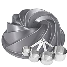 Heritage Bundt Pan with Bonus Measuring Cups