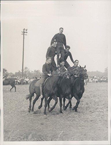 (Vintage Photos 1933 Photo Cavalry Brigade Pyramid Race Horseback New York National Guard)