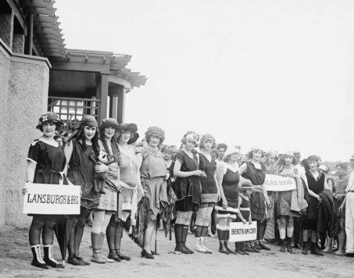 1921 photo Bathing Beach costume contest Vintage Black & White Photograph d9 -