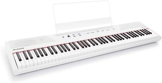 Alesis Recital White - Teclado de piano digital de color blanco con 88 teclas semi-contrapesadas de tamaño completo, fuente de alimentación, altavoces incorporados y 5 voces de primera calidad