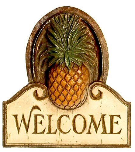 (Piazza Pisano Pineapple Welcome Sign)