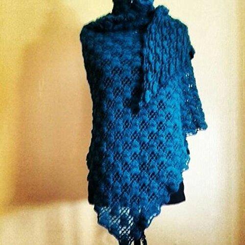 Châle étole triangle écharpe ajouré bleu intense pure laine d alpaga fine a08102ac870