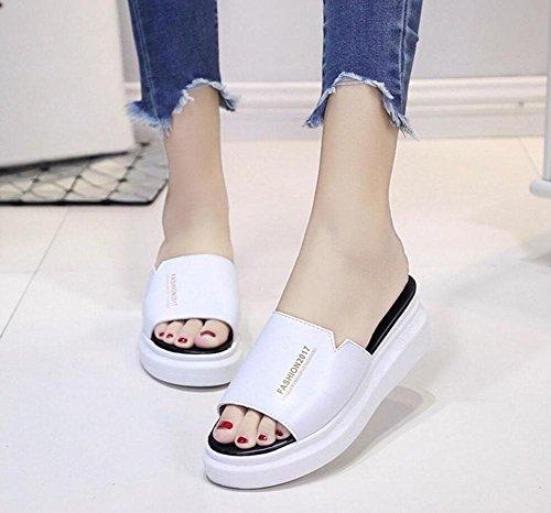Una fuente zapatillas femeninos sandalias gruesas corteza del mollete y zapatillas marea salvaje sólido White