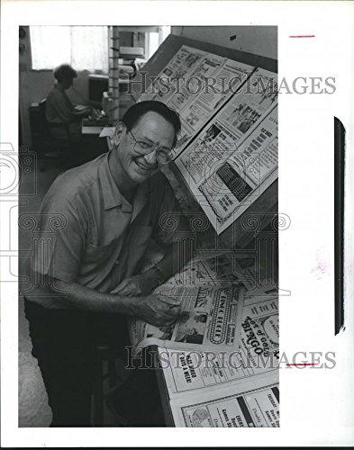 1988 Press Photo Jim George, Editor of Bingo Bugle, Texas Looks at Publication