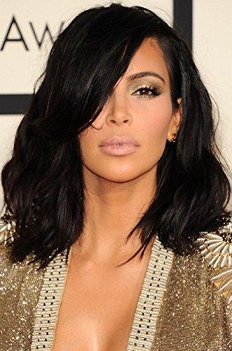 Kim Kardashian hombro longitud corte de pelo desordenado Bob