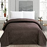 HollyHOME Super Soft Solid Blanket Microplush Twin Size Quilt Comforter, Chocolate