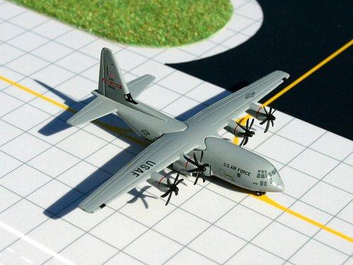 Daron Worldwide Trading GM011 Zwillinge USAF C130 Fliegen Jennies Biloxi 1 400