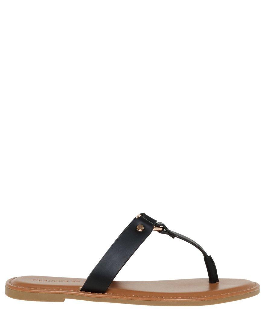 LE CHÂTEAU Women's Metal Ring Thong Sandal,8,Black