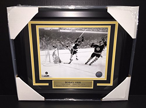 BOBBY ORR THE GOAL 8X10 FRAMED PHOTO BOSTON BRUINS STANLEY CUP CHAMPIONS 1970 (Shoeless Joe Jackson Framed Photo)