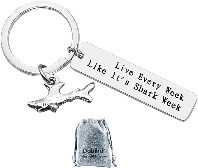 Amazon.com: Llavero de tiburón para amante de los tiburones ...