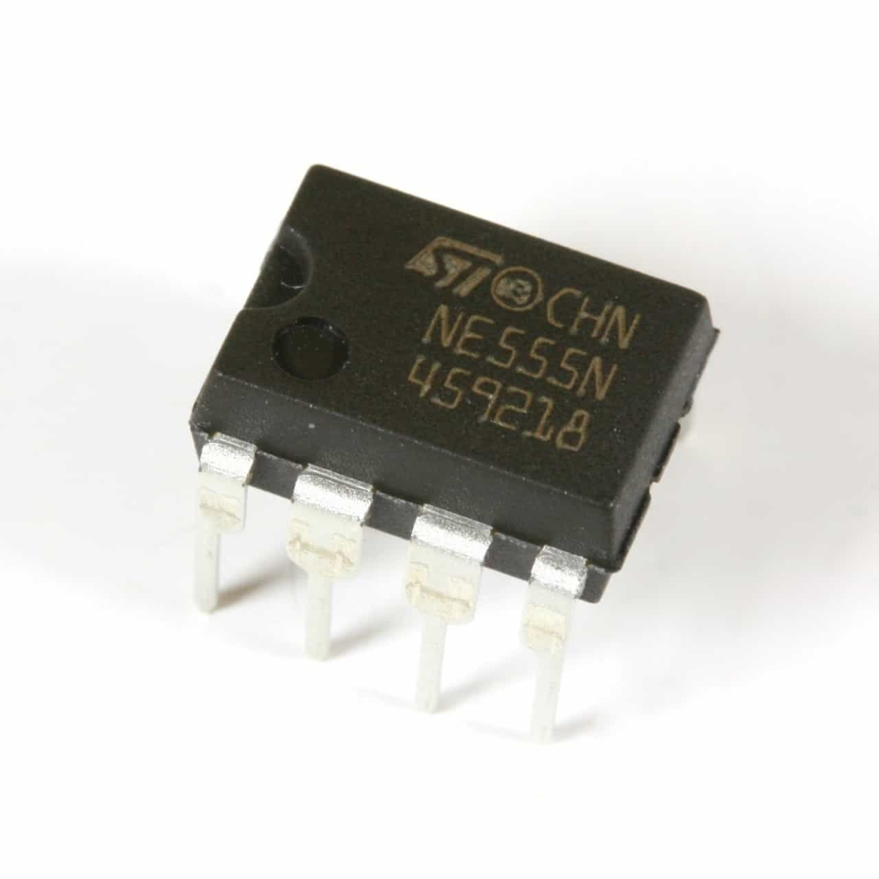 555 Timer Ic Ne555 Ne555p Dip 8 Based 10 Pieces Abhith How To Build A Motorcycle Alarm India Industrial Scientific