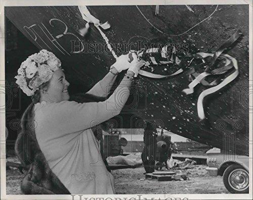1966 Press Photo Mrs William Egan christened oil drilling rig - ora22993