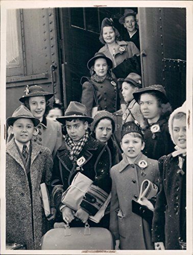 1941 Photo Boarding Train Girls Kids Hats Nice Coats Luggage Station (Vintage Stamped Luggage)