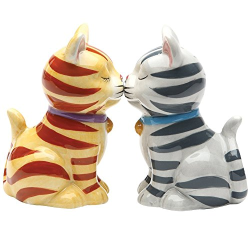 salt and pepper shakers kissing - 9