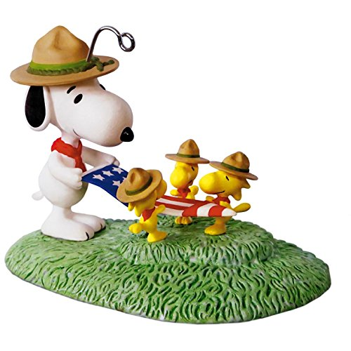 Hallmark Keepsake 2017 PEANUTS Snoopy Flag Folding Ceremony