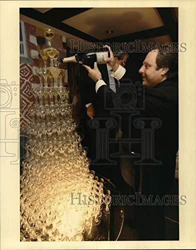 - 1991 Press Photo Tony Vallone pours champagne waterfall - hca90129