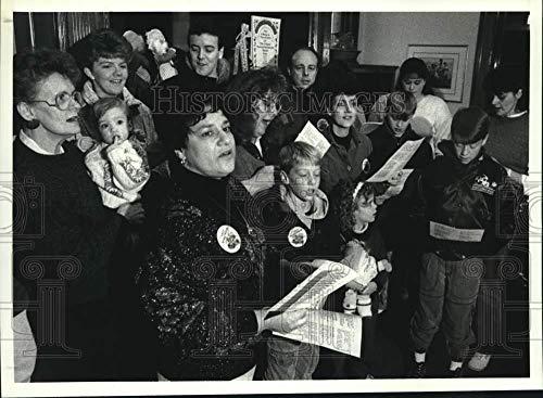 Ronald Mcdonald House Mcdonalds (Vintage Photos 1989 Press Photo Carolers Sing at Ronald McDonald House in Albany, New York)