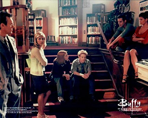 Buffy the Vampire Slayer Sarah Michelle Gellar with Cast on Steps 8 x 10 Inch Photo LTD