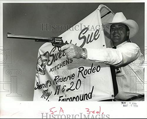 1989 Press Photo Limestone Company Sheriff Mike Blakely Promotes Reserve Rodeo (Reserve Mike)