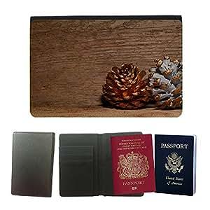 Passeport Voyage Couverture Protector // M00153505 Los conos de madera de pino de oro // Universal passport leather cover