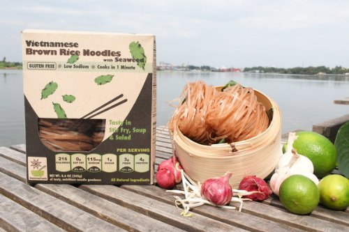 (GLUTEN FREE Vietnamese Brown Rice Noodles with Seaweed, 8.6 oz, 4 SERVINGS per box (Pack of 6))