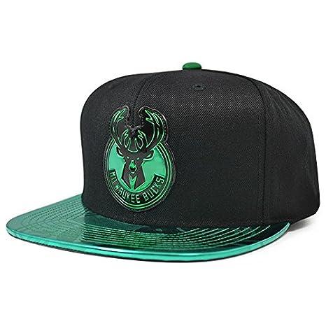 Amazon.com   Mitchell   Ness Milwaukee Bucks Team Standard Snapback ... 1e5bd80f752