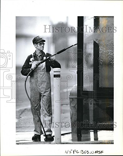 Vintage Photos Historic Images 1991 Press Photo Horace Brewer Washes Bus Stop Shelter at Evergreen & Grand BLVD - 10.25 x 8 in
