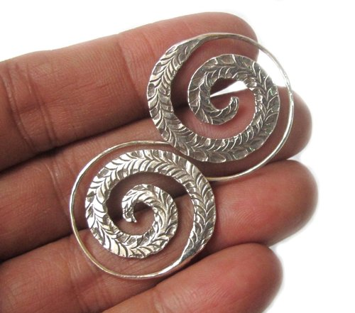WEIGHT 9.10 G. BEAUTIFUL THAI KAREAN HILL TRIBE SILVER CIRCLE EARRING BY HAND MADE (Silver Circle Hill Tribe)
