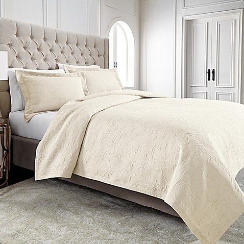 (Wamsutta Filigree Standard Pillow Sham in Ivory)
