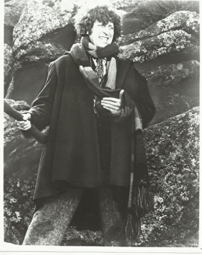 Dr. Who Tom Baker Standing Next to Rocks with Big Smile Holding Scarf 8 x 10 Photo ()