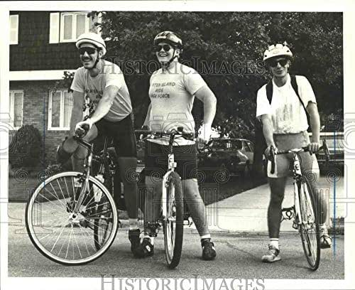 1991 Press Photo College of Staten Island students bicycling for AIDS awareness