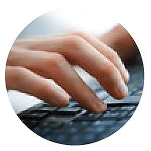 alfombrilla de ratón Primer plano de las manos femeninas escribiendo en el teclado - ronda - 20cm