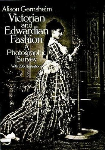 Victorian and Edwardian Fashion: A Photographic Survey (Dover Fashion and (The Count Costumes)