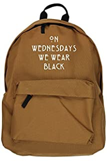Mochila negra con mensaje «On Wednesday We Wear Black», de la marca Hippo