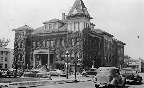 (Eugene, Oregon Scene with City Hall Photograph (24x36 SIGNED Print Master Giclee Print w/Certificate of Authenticity - Wall Decor Travel Poster) )