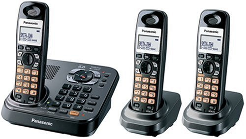 (Panasonic Dect 6.0 Expandable Titanium Digital Cordless Answering System - 3 Handset System (KX-TG9343T))
